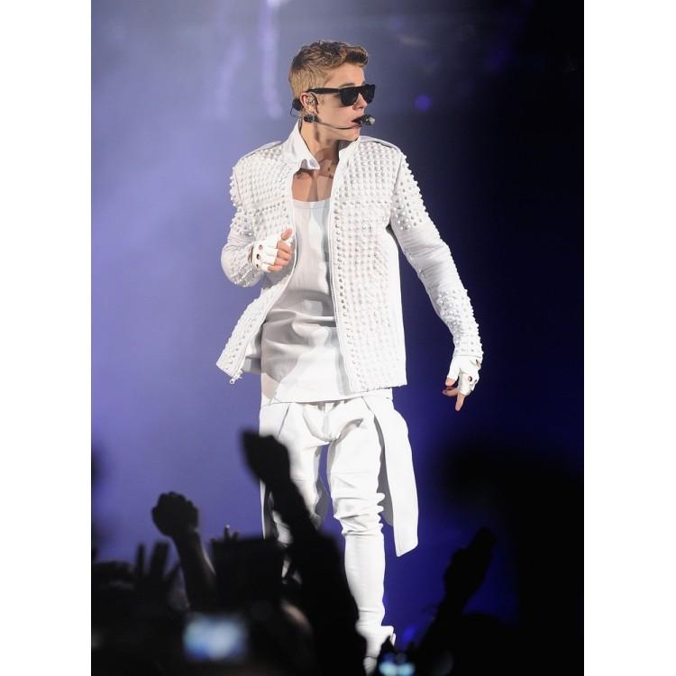 Believe-Movie-Weekend-Justin-Biebers-WhiteJacket-6