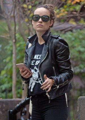 Olivia-Wilde-in-Leather-Jacket-1
