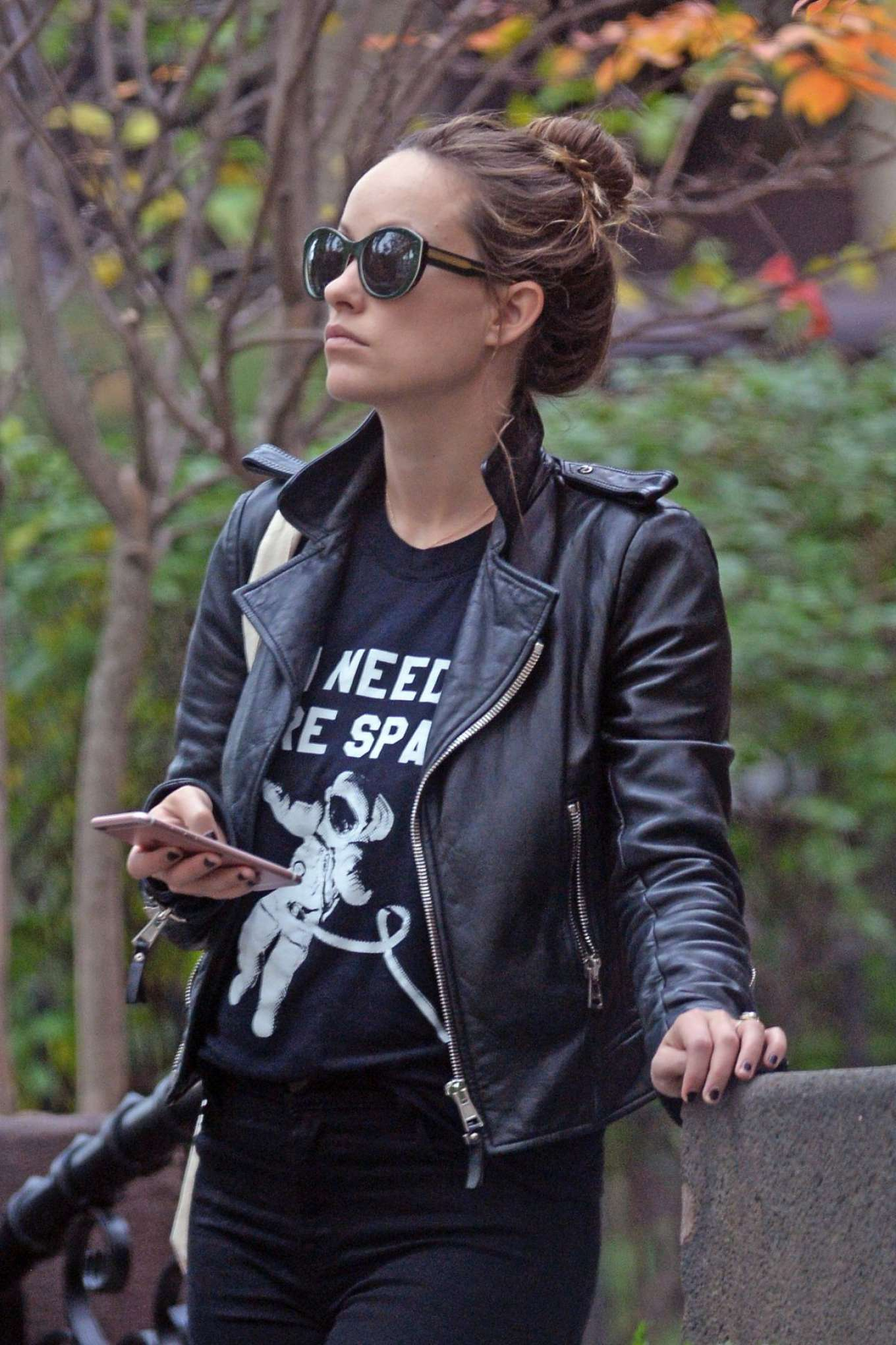 Olivia-Wilde-in-Leather-Jacket-2
