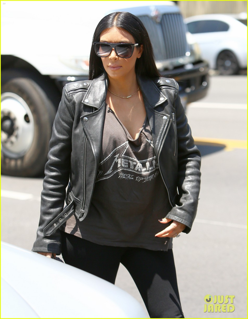 Kim Kardashian stops on Melrose to pay a visit to the DASH boutique