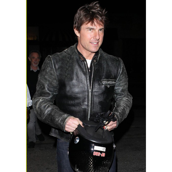 tom-cruise-rides-motorcycle-for-lucas-on-sunset-dinner-outing-02-700×700
