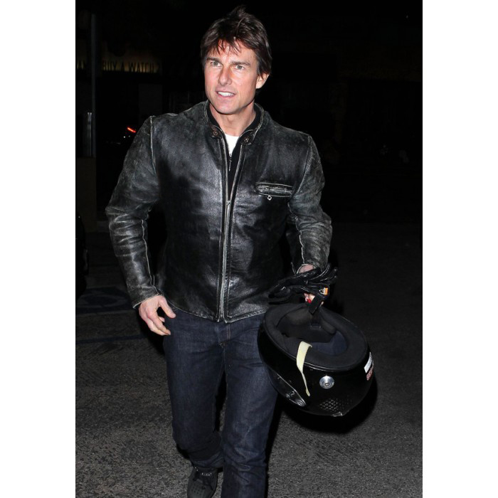 tom-cruise-rides-motorcycle-for-lucas-on-sunset-dinner-outing-03-700×700