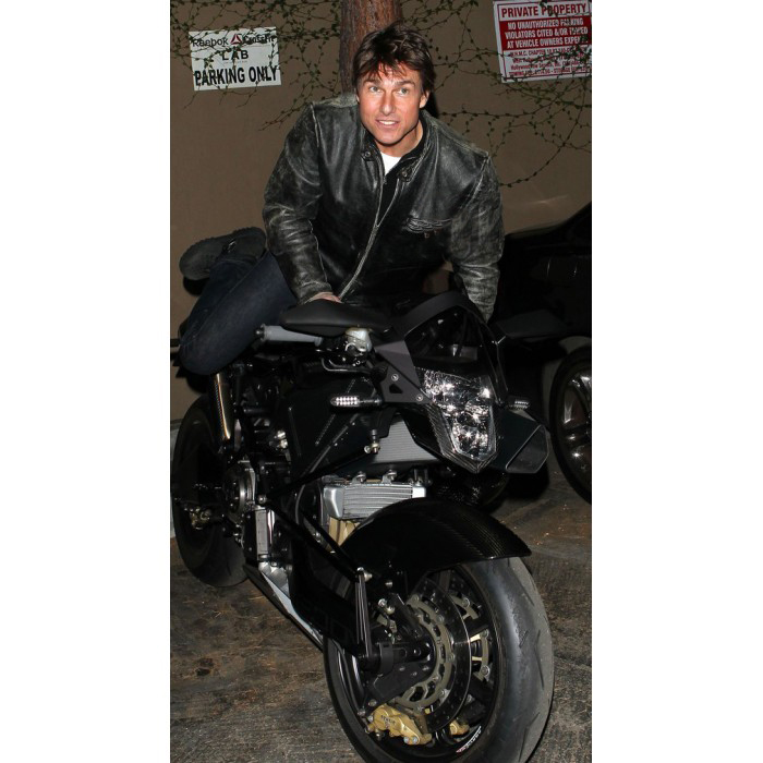 tom-cruise-rides-motorcycle-for-lucas-on-sunset-dinner-outing-21-700×700