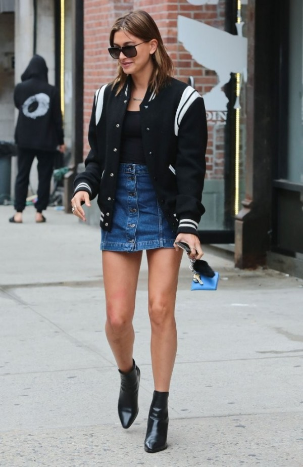 Hailey-Baldwin-TOPSHOP-Denim-Button-Front-Skirt-2-e1434747344695